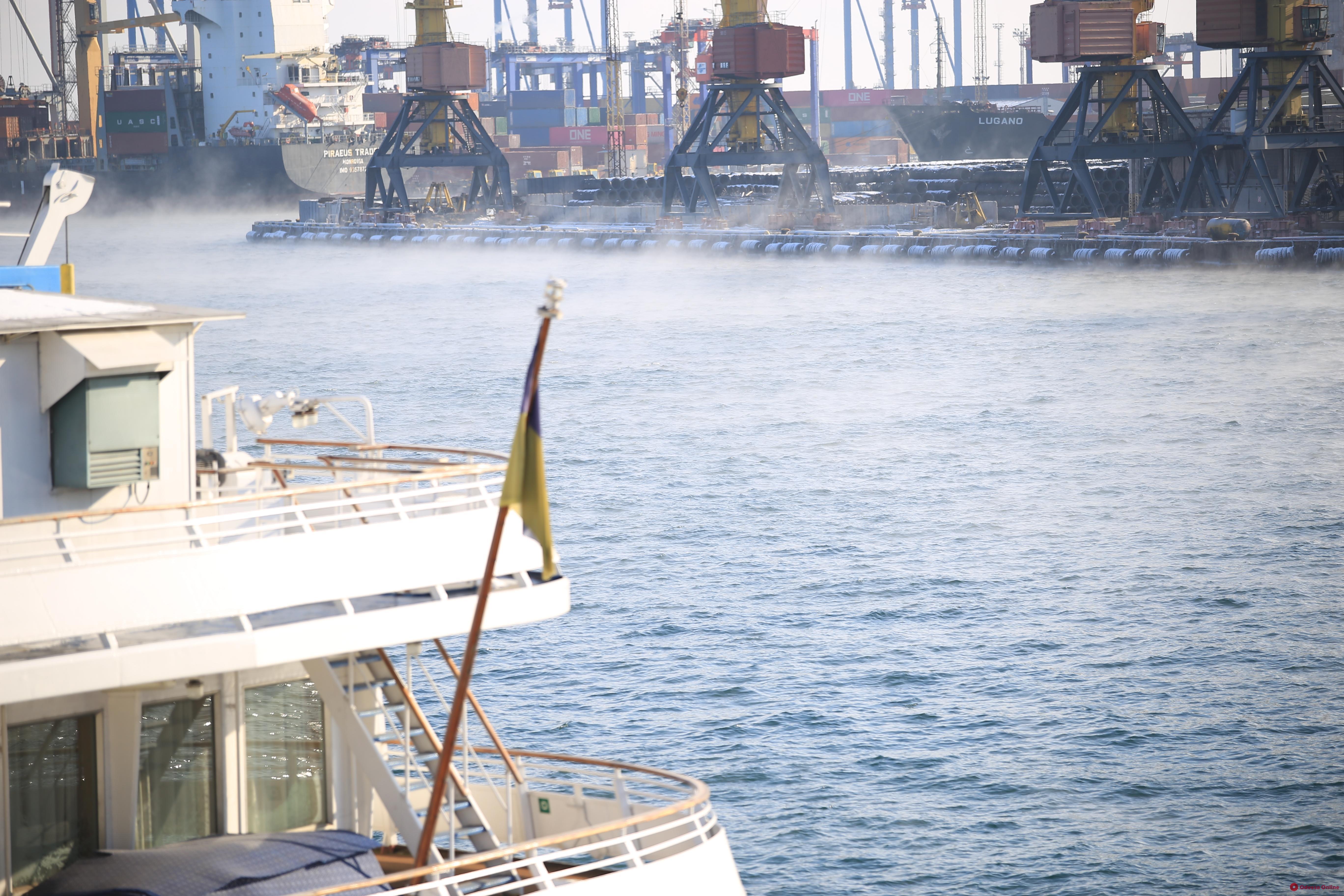 В Одессе «парит» море (фото, видео)