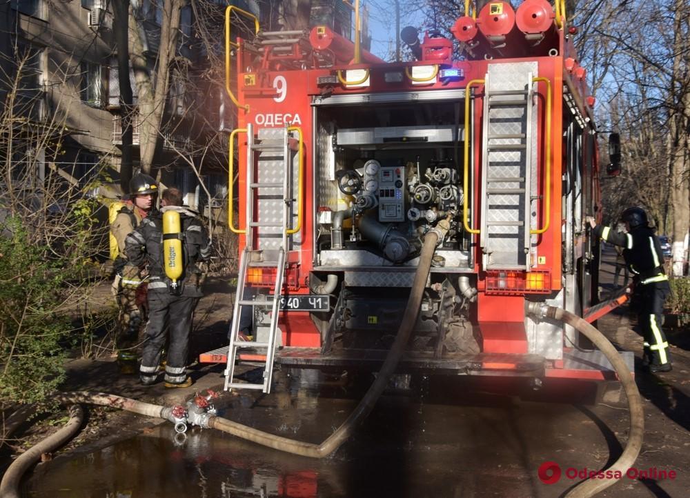 В Одессе на Черемушках во время пожара спасли двух человек