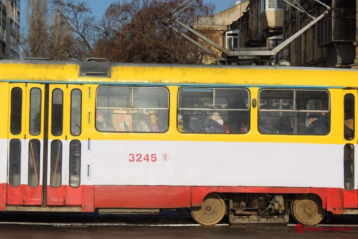 В центре Одессы трамвай сошел с рельсов