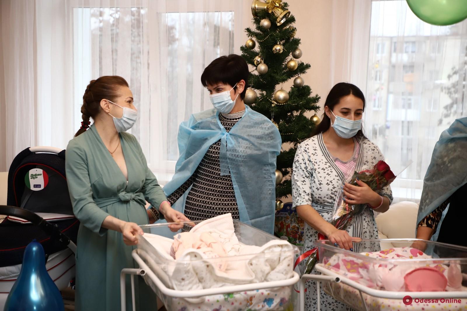 В Одессе поздравляли младенцев, родившихся в первый день нового года