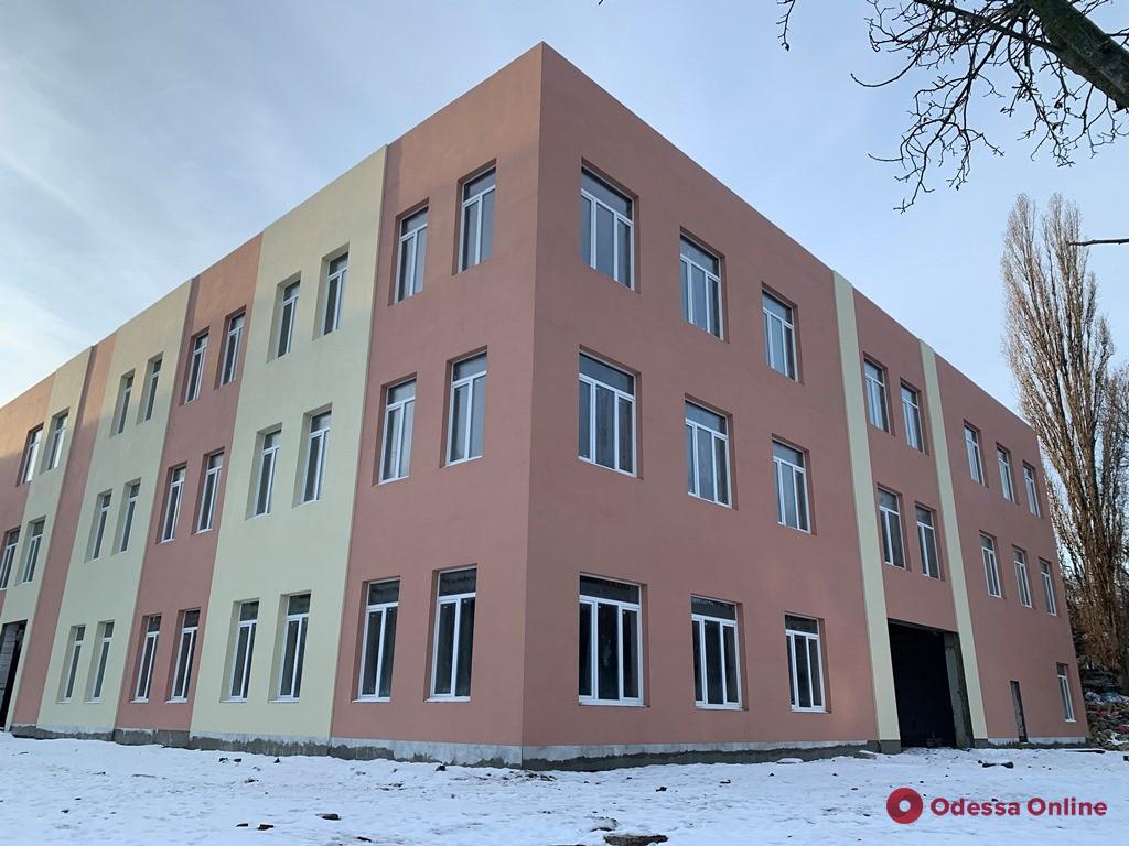В Одессе на улице Комарова продолжается строительство Центра детского творчества