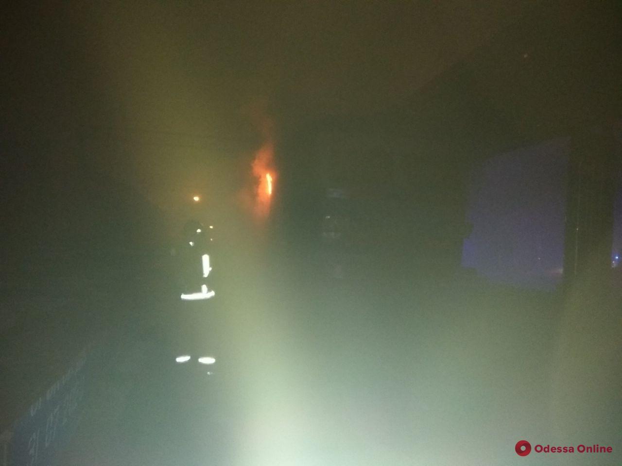 В Одесской области тушили загоревшийся вагон электропоезда