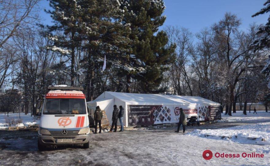 В сети появилось видео задержания подростков, которые разгромили пункт обогрева в Одессе