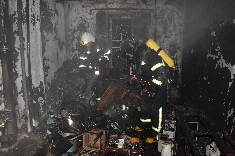 На поселке Котовского во время пожара спасли дворника и 13-летнюю девочку