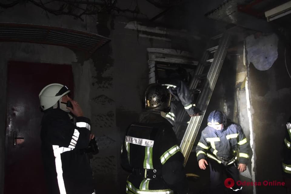 В Суворовском районе горел частный дом: погиб мужчина (фото)