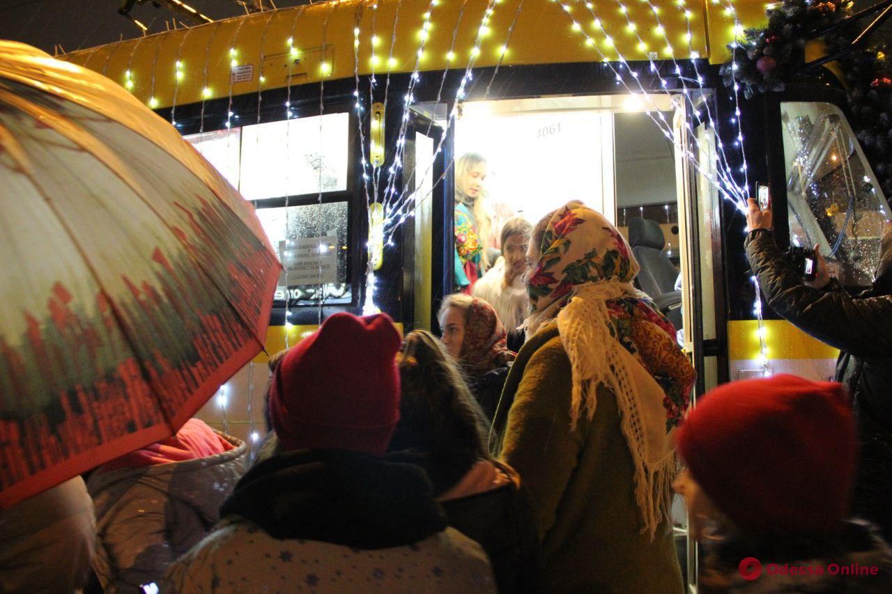 В Одессе проходит карантинный рождественский парад трамваев