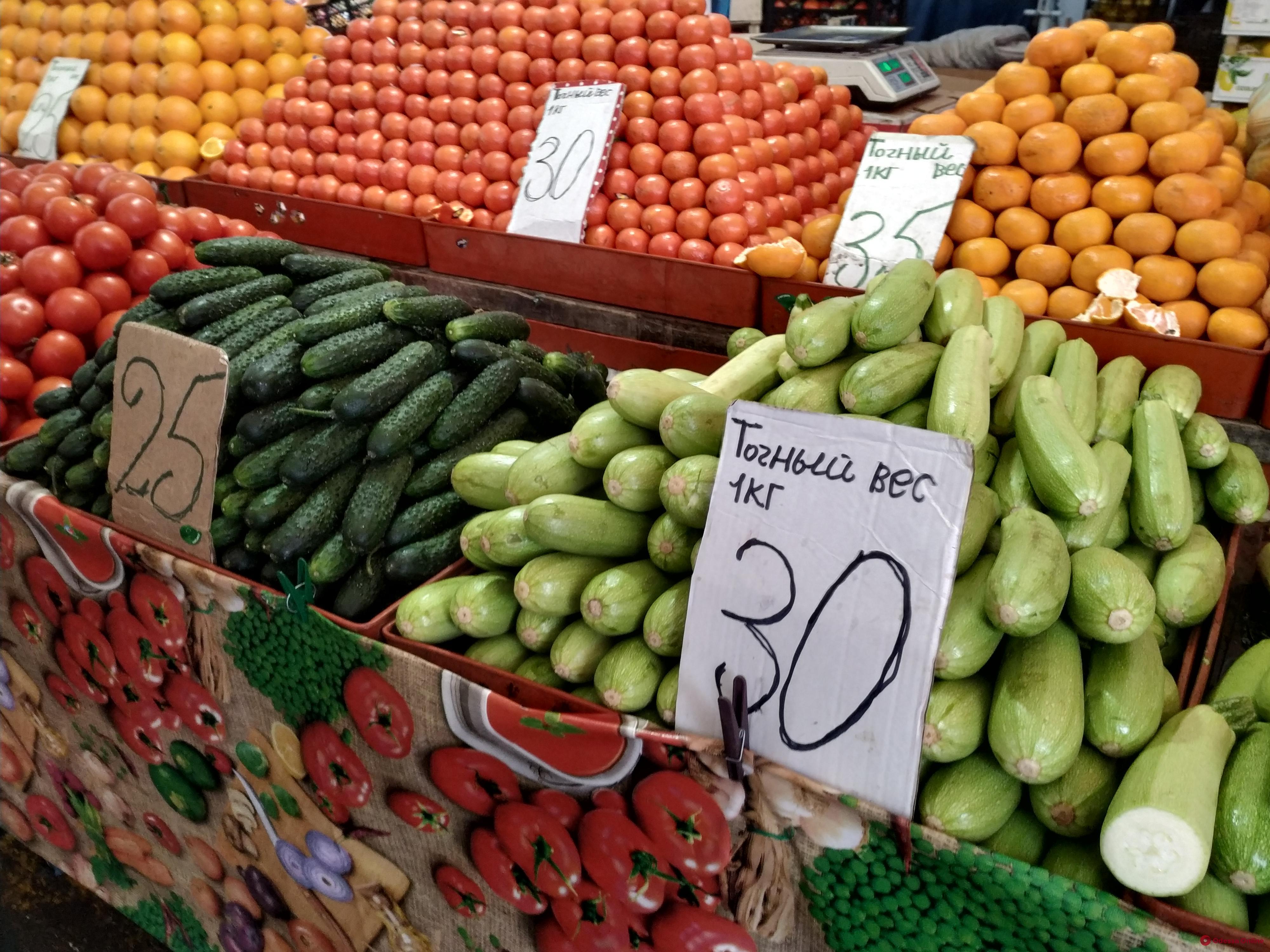 Микрозелень, сметана и кабачки: воскресные цены на одесском «Привозе»