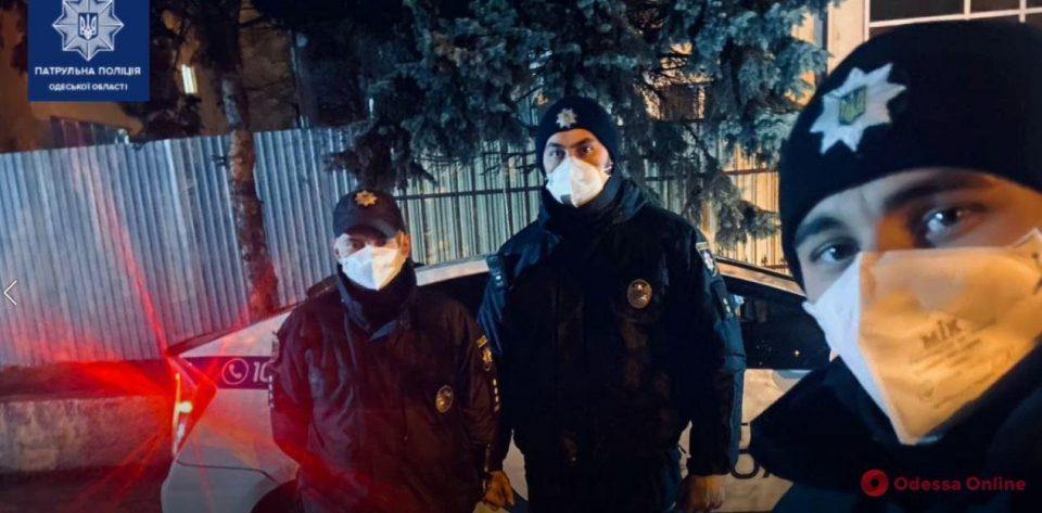 Одесские патрульные помогли экстренно доставить в больницу двухнедельного малыша (видео)