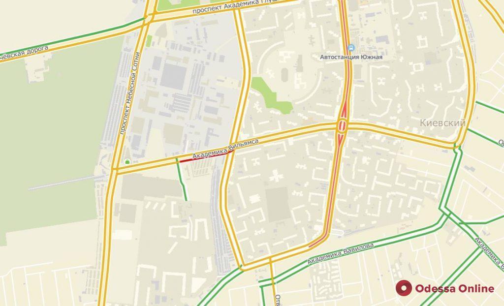 Дорожная обстановка в Одессе: снег, ДТП и пробки во всех районах города