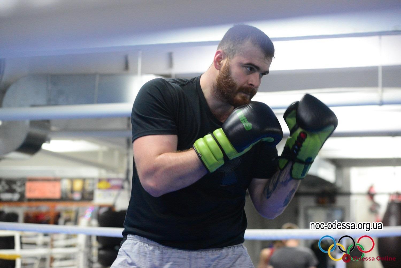 Нокаут в первом раунде: одесский боксер удачно дебютировал в профессионалах