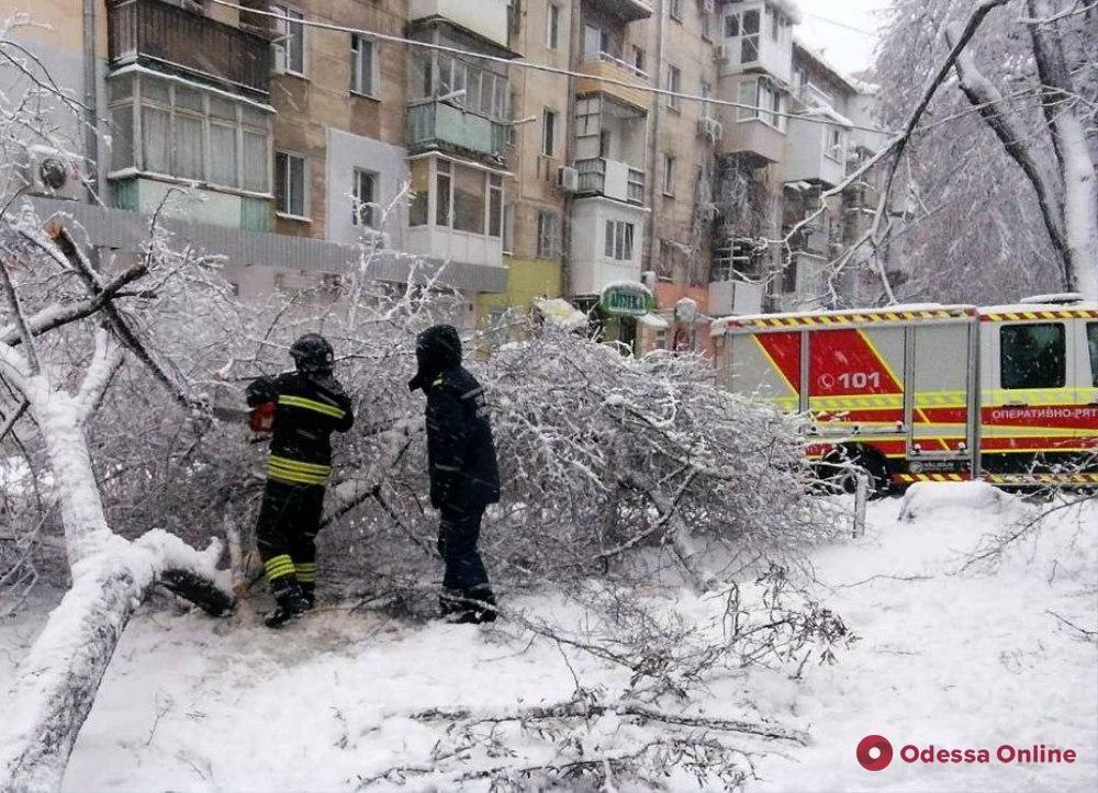 В Одесской области спасатели продолжают ликвидировать последствия непогоды