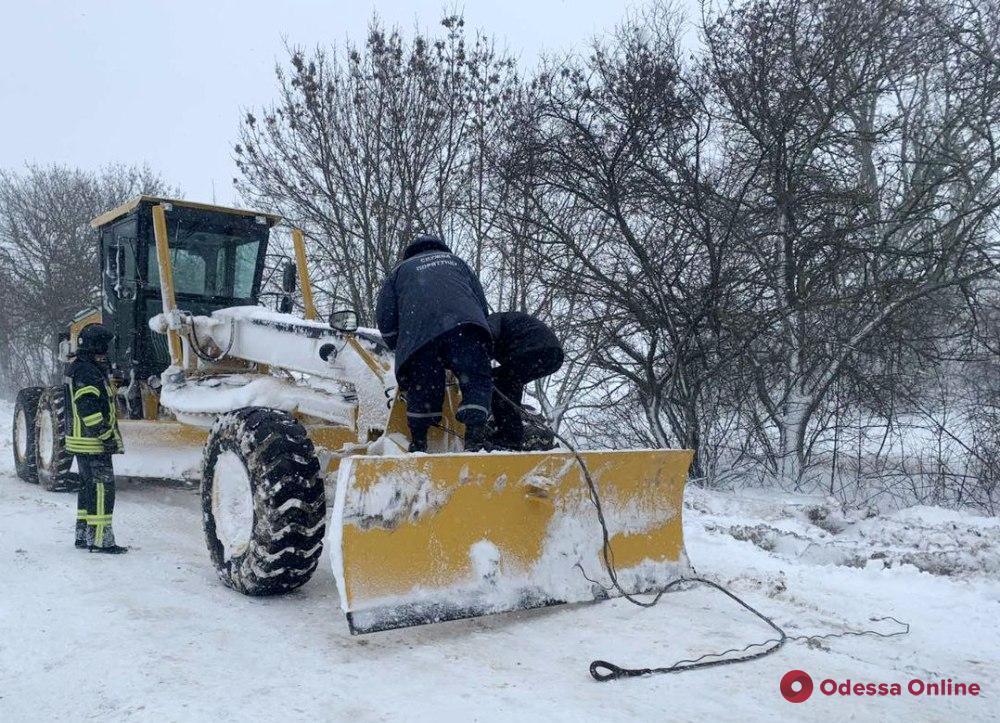 В Одесской области спасатели продолжают ликвидировать последствия снегопада
