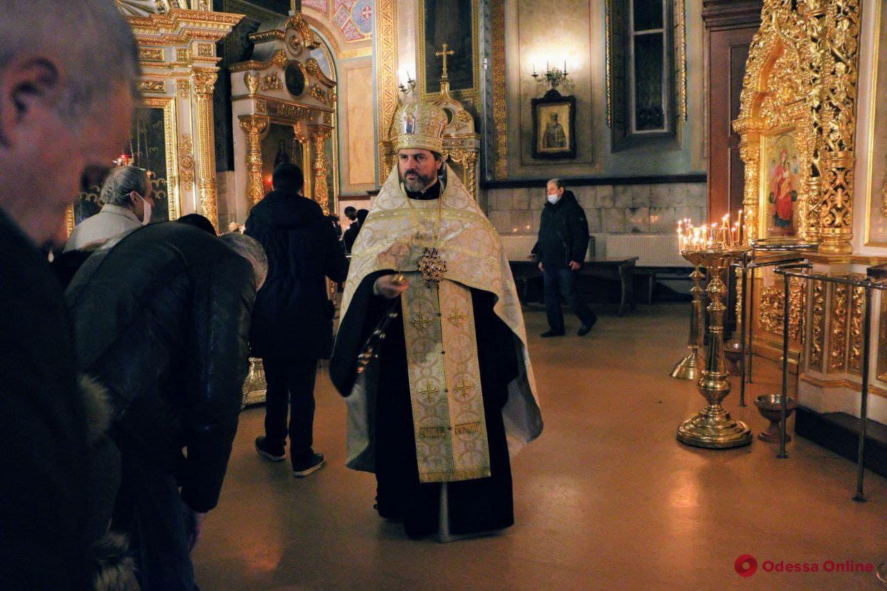 В Одессе православные христиане празднуют Рождество (фоторепортаж)