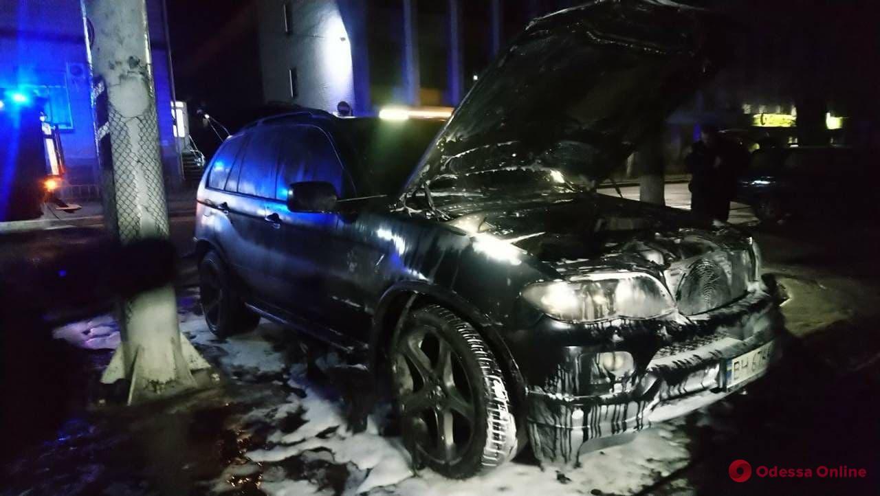 В Подольске ночью горел кроссовер