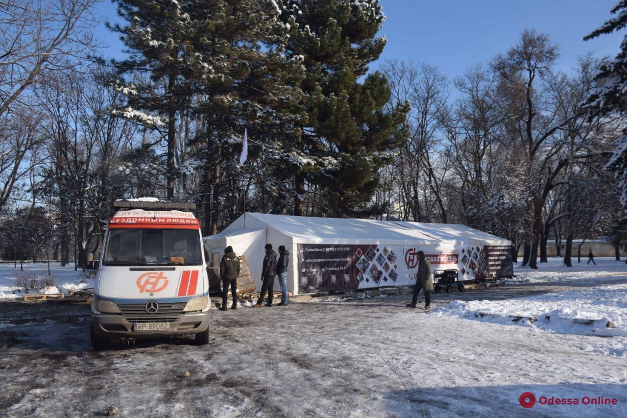Не хватает посуды, медикаментов и теплой одежды: пункт обогрева на Куликовом поле нуждается в помощи одесситов
