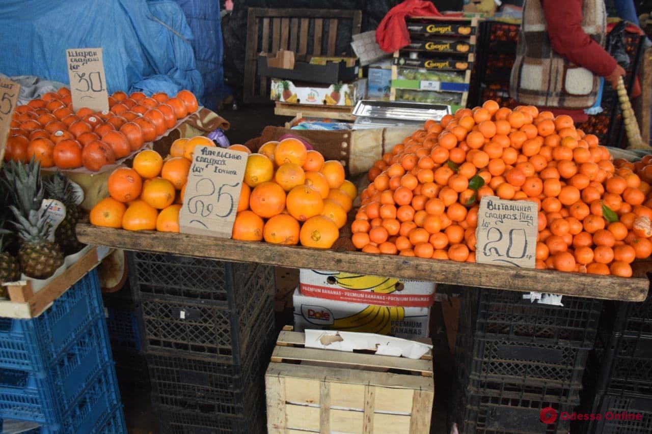 Творог, скумбрия и помидоры: воскресные цены на одесском «Привозе»