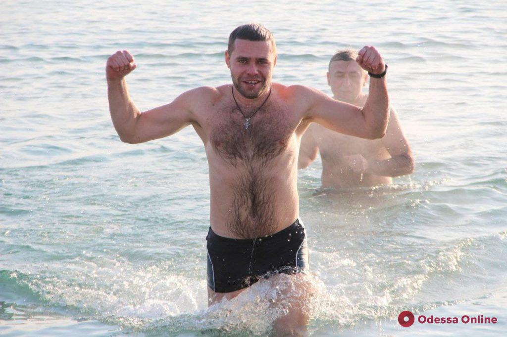 Крещение в Одессе: горожане спешат окунуться в ледяную морскую воду (фоторепортаж)