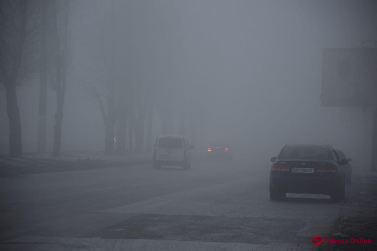 Патрульные предупреждают водителей о плохой видимости на дорогах Одессы и области