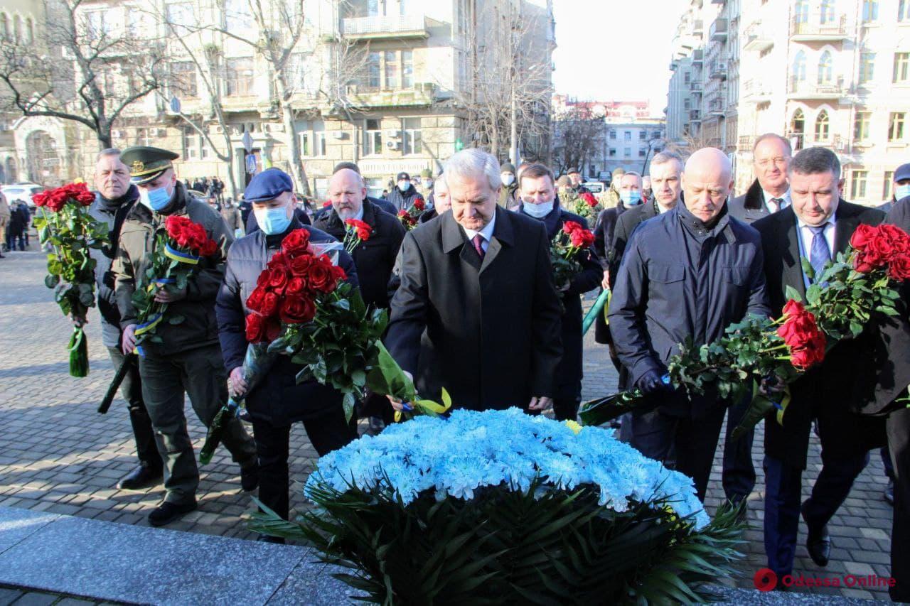 День соборности Украины: в Одессе к памятнику Тарасу Шевченко возложили цветы (фото)