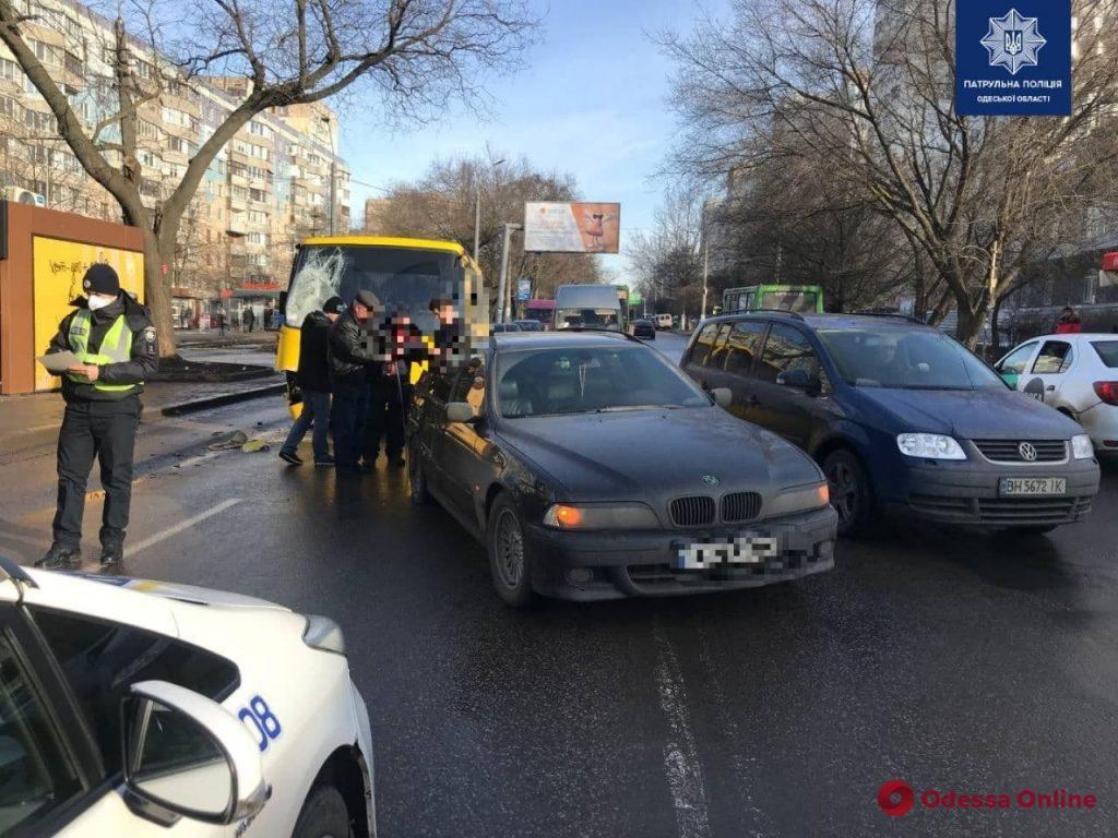На поселке Котовского произошло тройное ДТП