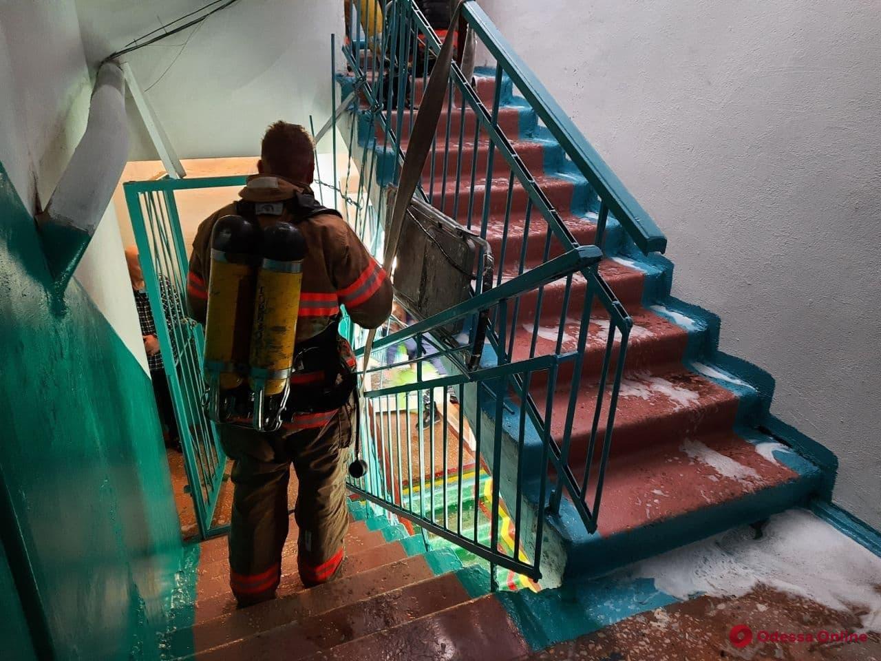 В Черноморске в жилом доме тушили пожар
