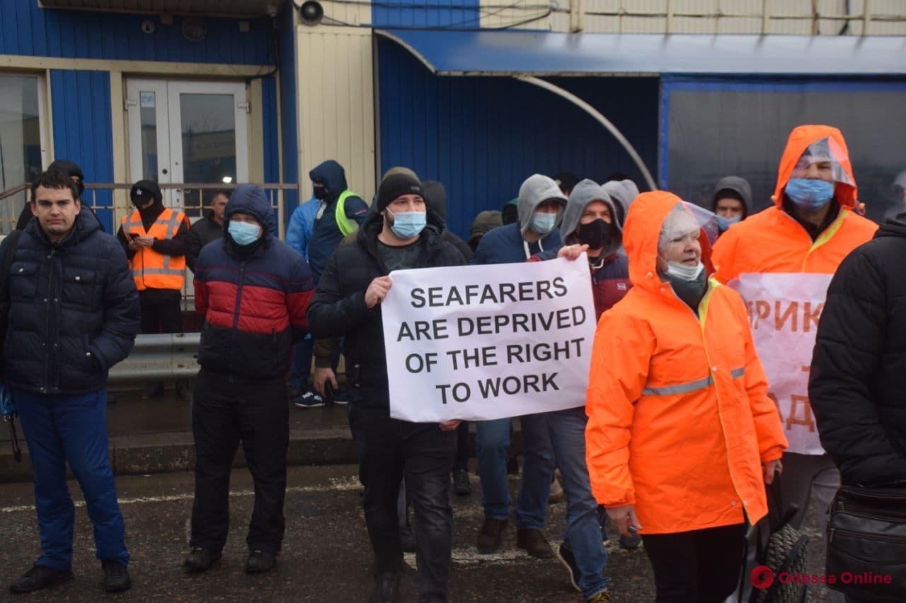 Одесские моряки перекрыли киевскую трассу (фото, видео)