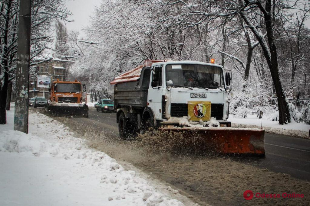 Снегопад: в Одессе общественный транспорт курсирует в штатном режиме (фото)
