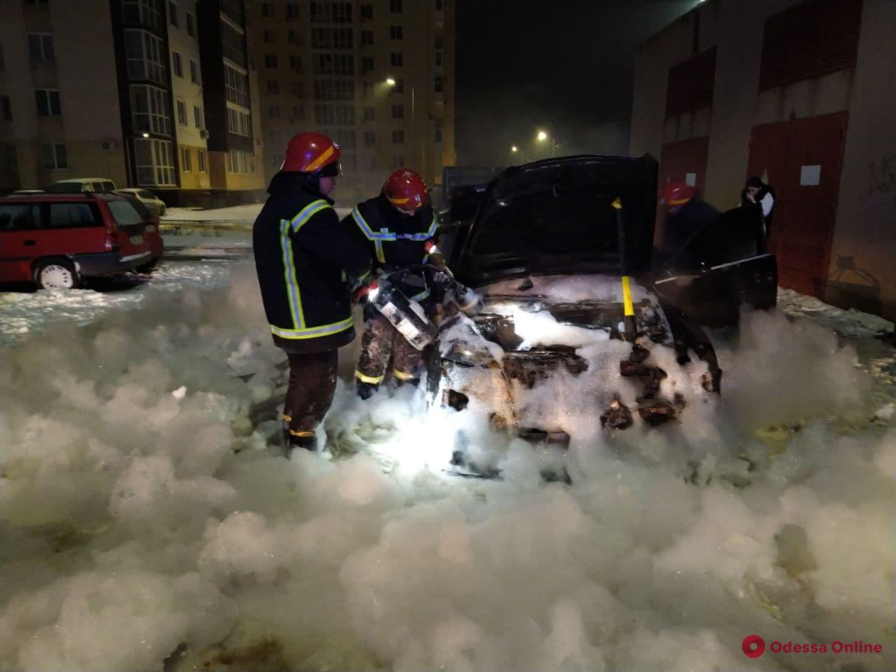 В Южном сгорел автомобиль Audi А6