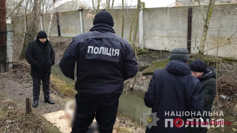 В Вилково из канала достали обмотанное сетью тело убитой женщины