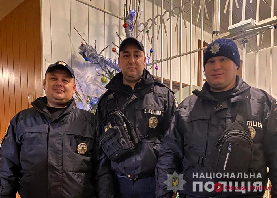 На юге Одесской области патрульные доставили в больницу задыхавшуюся женщину