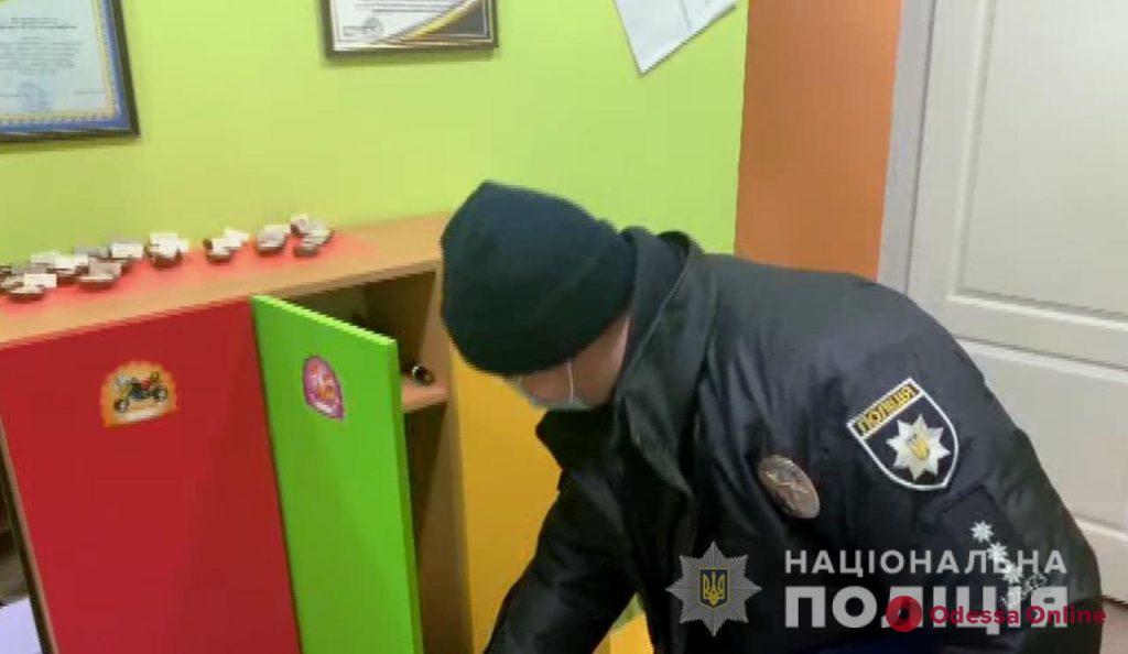 В Одессе и области «заминировали» 373 школы и детсада (обновлено)