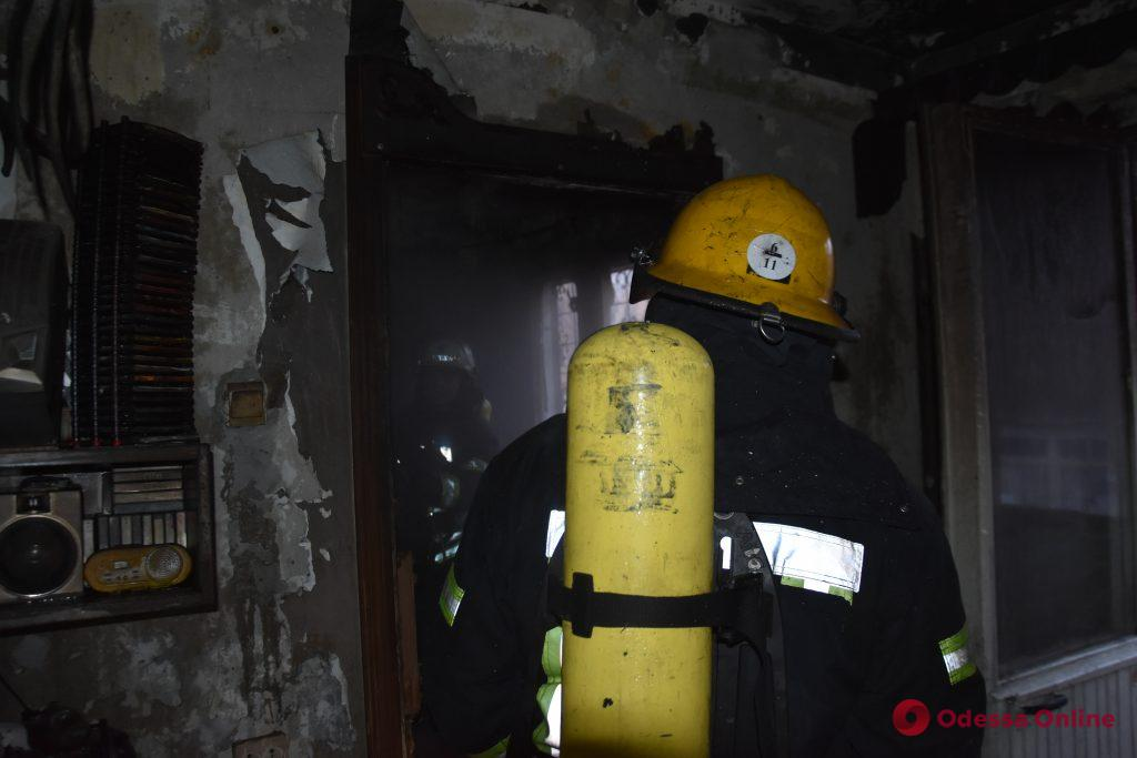 На проспекте Небесной Сотни горела пятиэтажка — погибли два человека (обновлено)