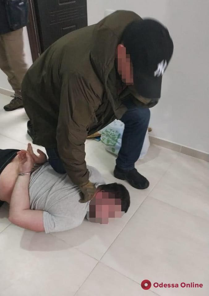 В Одессе СБУ задержала члена межрегиональной банды вымогателей