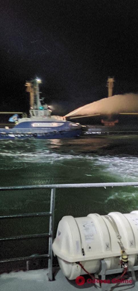 В Черном море горел сухогруз (фото, видео)