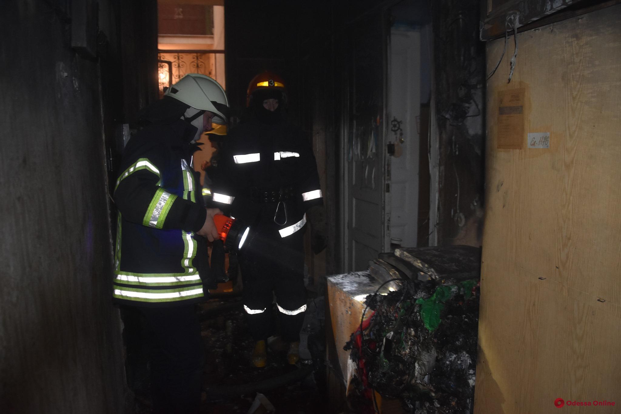 На Конной горела квартира — пострадала 17-летняя девушка