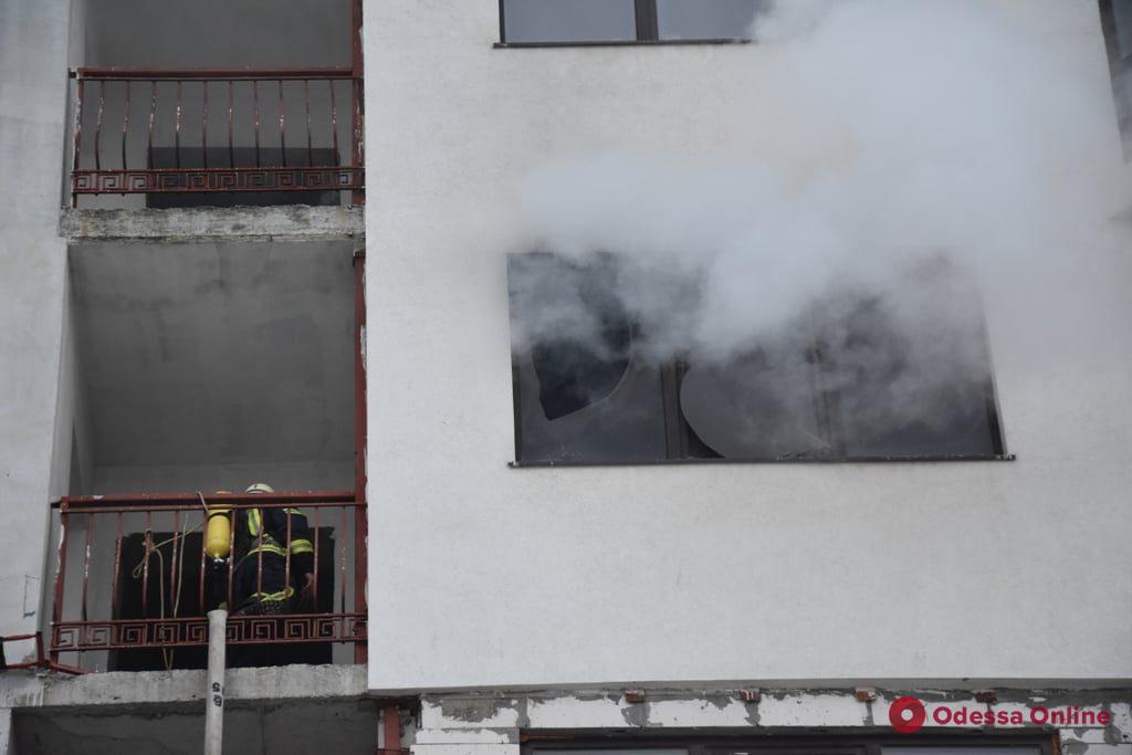На Фонтане во время пожара в строящемся ЖК погиб мужчина