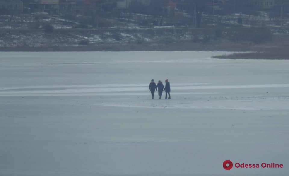 На Тилигульском лимане мужчина спас провалившихся под лед детей