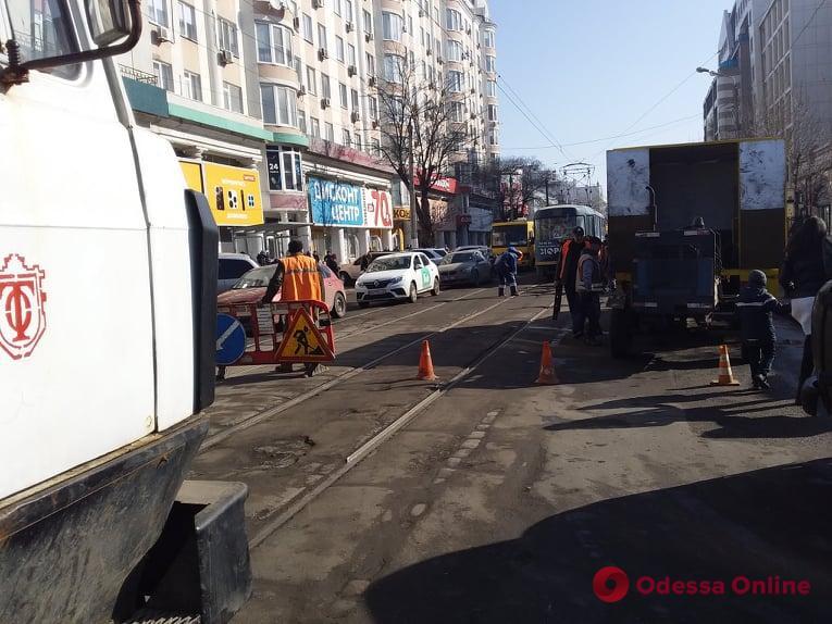 Возле «Привоза» трамвай сошел с рельсов