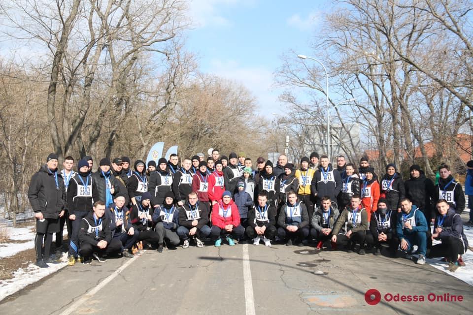 Ректор и курсанты Одесского университета внутренних дел по случаю дня рождения вуза устроили забег по Трассе здоровья (фото)