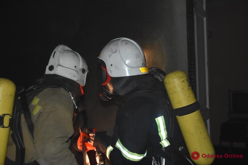 В центре Одессы горела квартира (фото)