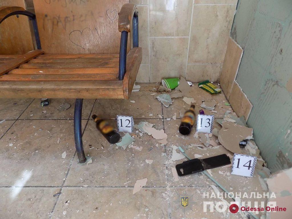 Одесская область: на железнодорожной станции двое парней избили и ограбили пассажира
