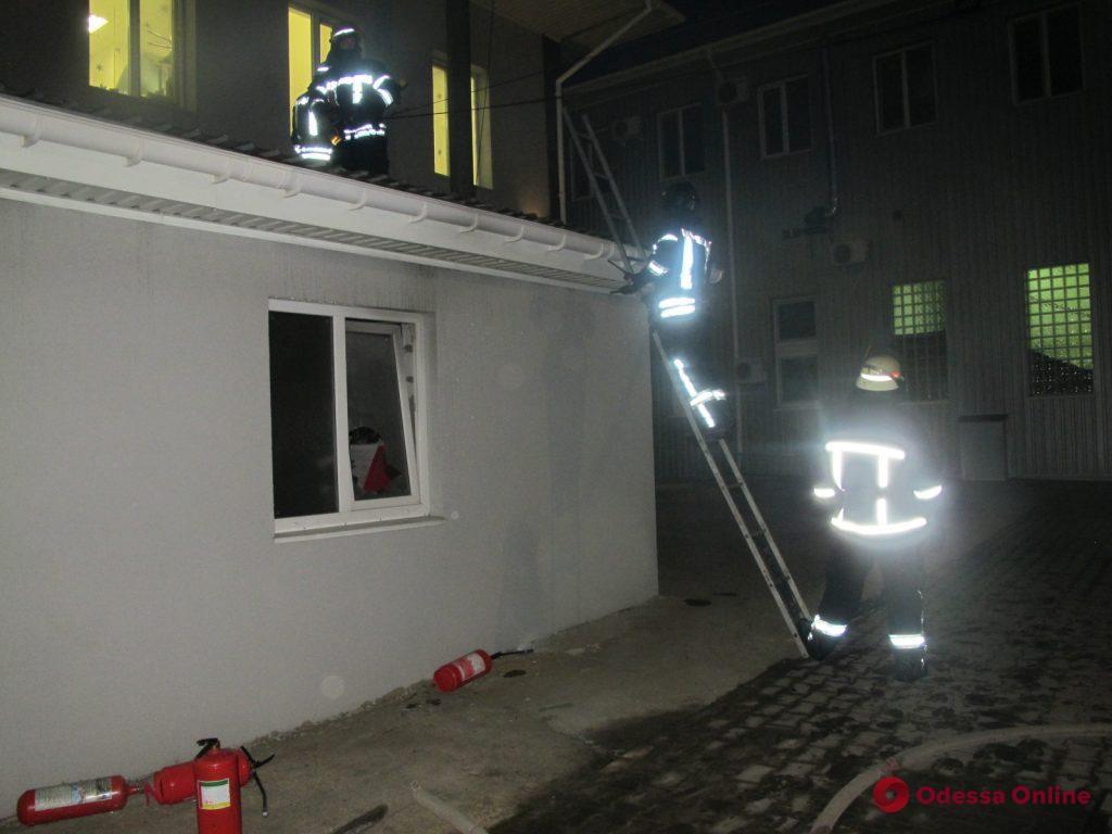 Под Одессой горела котельная на предприятии – пострадал охранник