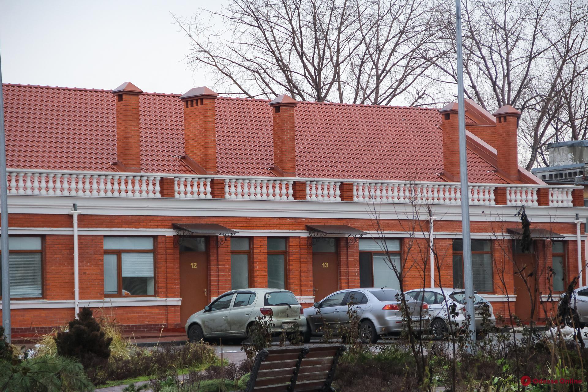 Одесса: в опорных больницах свободны 33 «ковидные» койки