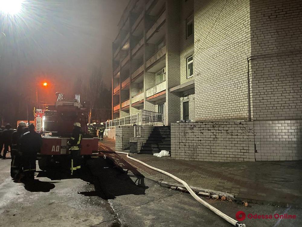 В Запорожье вспыхнул пожар в инфекционной больнице – погибли трое пациентов и медработник (фото, видео)