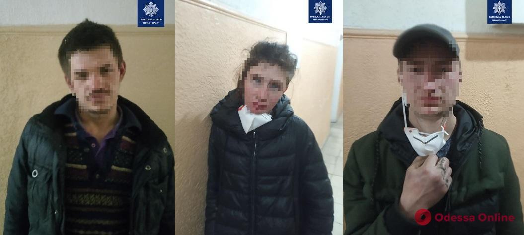 На Французском бульваре трое грабителей напали на прохожего