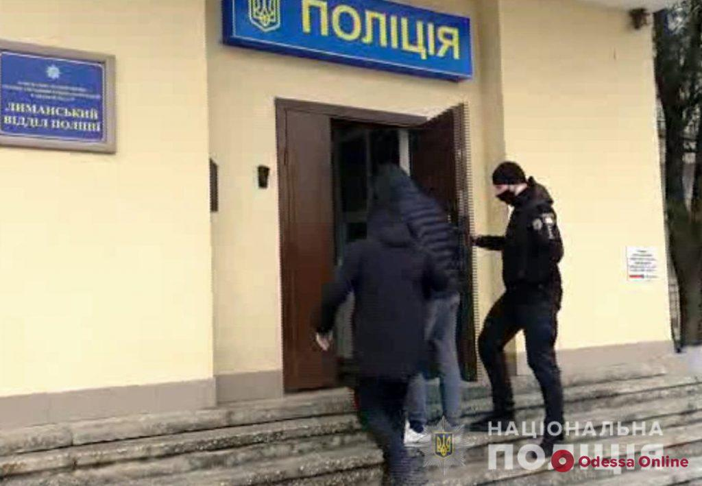 Под Одессой преступник на «Мерседесе» уходил от погони и сбил двух полицейских