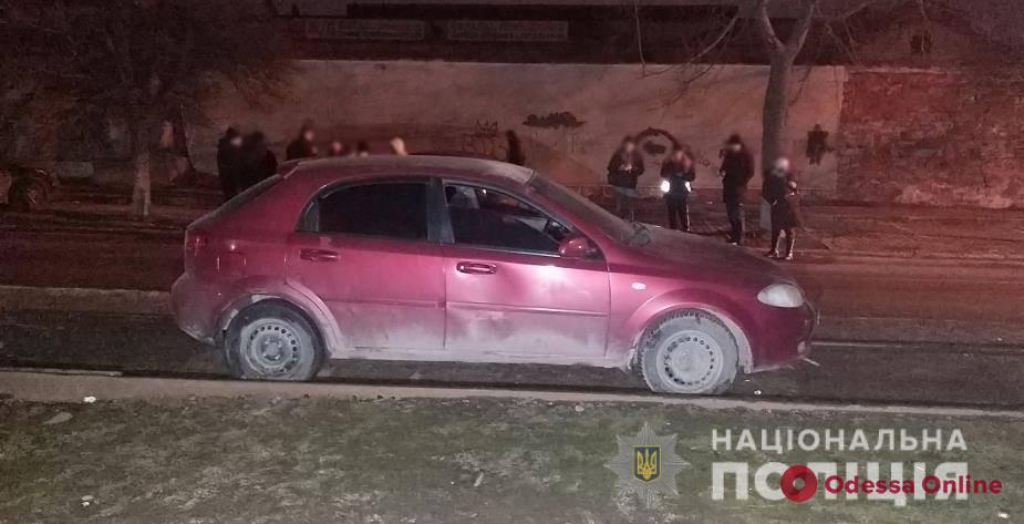 Угрожали ножом: в Одессе двое разбойников напали на таксиста