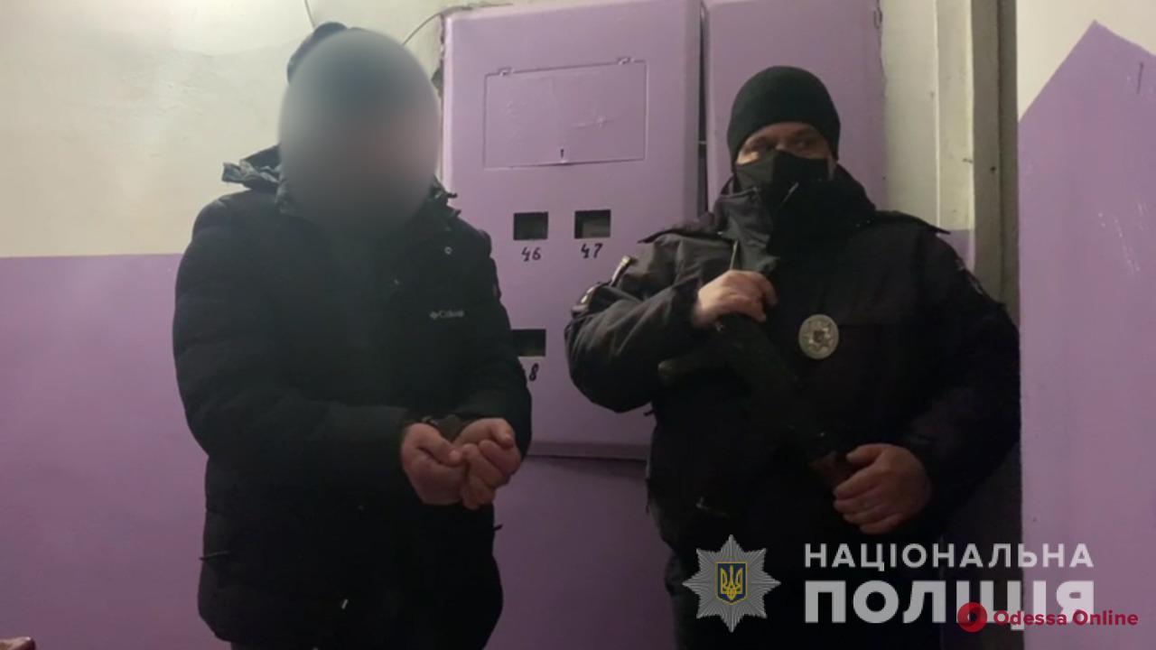 В Одесской области домашний тиран выгнал жену на мороз, а потом напал на полицейского