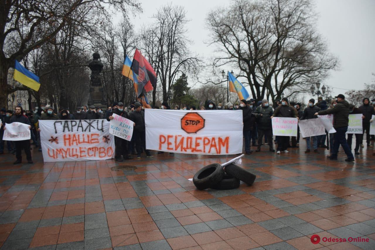 На Думской площади митингуют владельцы гаражей (фото)