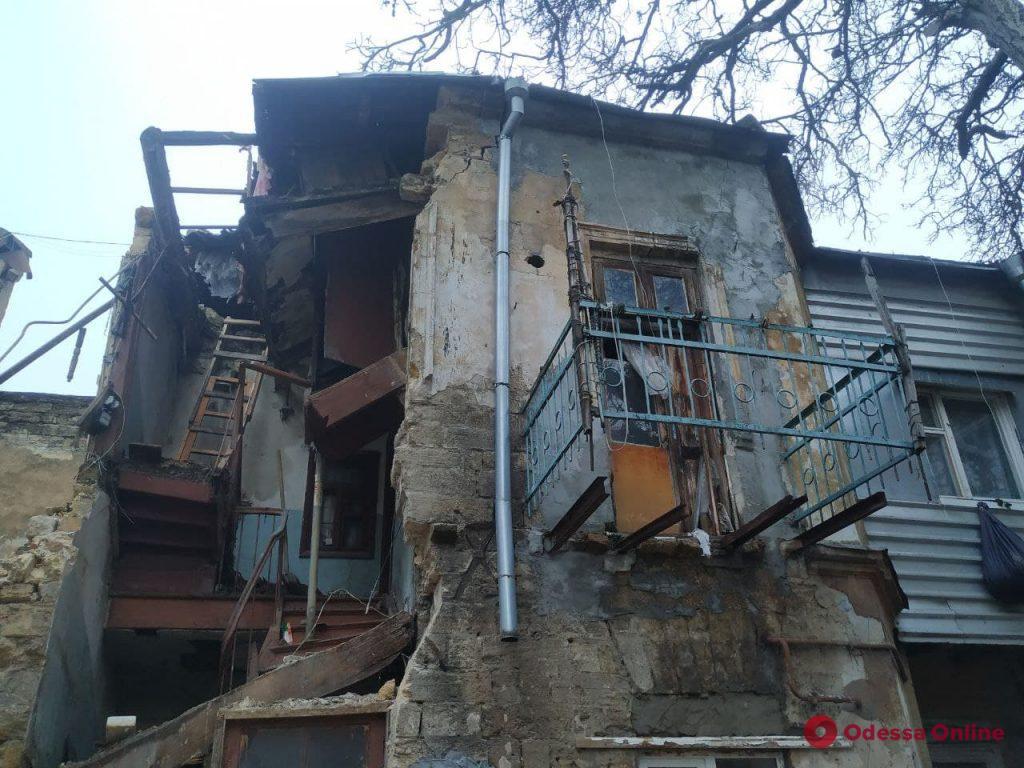 В Одессе на улице Нежинской обрушилась стена жилого флигеля